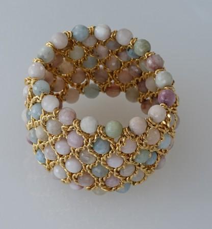 Damenarmband mit facettierten Beryll Perlen in Pastellfarben