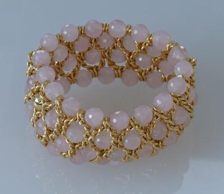 Damenarmband mit Rosenquarz Perlen und Gelbgold