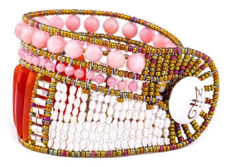 Armschmuck in Rosa, Rot und Weißtönen mit Silber