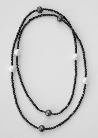 Damen Halskette mit facettierten Spinellen und Zuchtperlen.