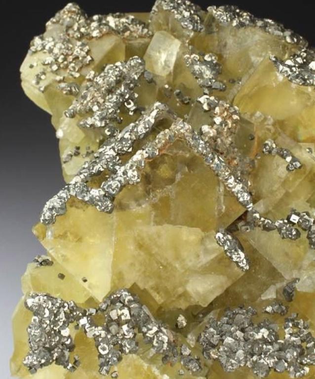 Fluorit Mohshärte 4. Pyrit Mohshärte 6-6,5