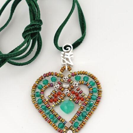 """Herz Anhänger """"Coeur"""" Green mit grünem Onyx, Karneol, Perlen, Murano Beads und Sterling Silber 925/000 am Samtband"""