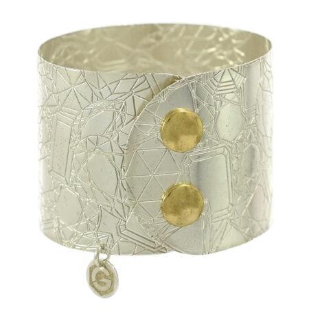 Damen Armreif Atelier mit Diamant Cut Muster in Sterling Silber 925/000 mit Druckknopf Sicherung. Breite: 45 mm